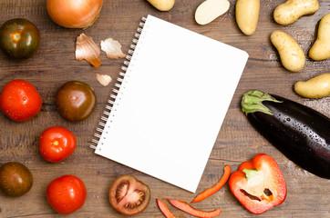 Weisser Block mit Textfreiraum und Gemüse