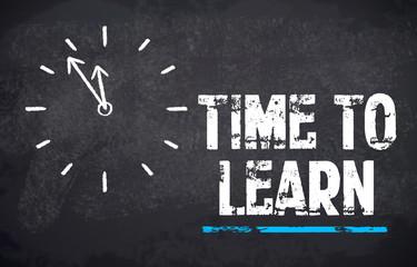 Kreidetafel mit Uhr und Time to learn