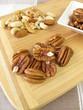 Pekannüsse und andere Nüsse und Kerne