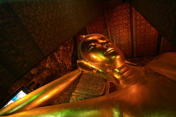Reclining Gold Buddha in Wat Pho