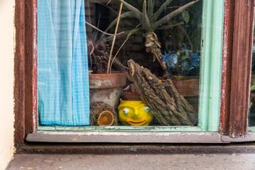 Utensilien in einem Fenster