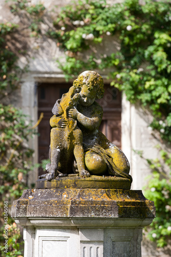 The sculpture of the child with the dog