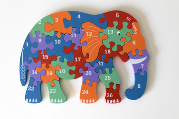 Elephant als Zahlenpuzzle aus Holz