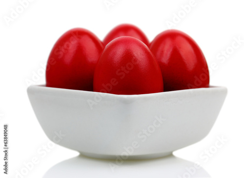 Red Easter eggs in a bοwl