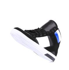 Fashion sneaker.
