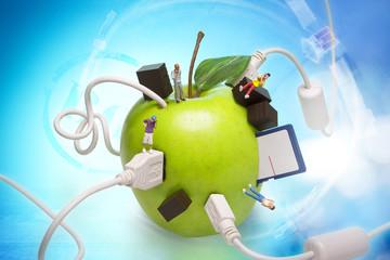 Grüner Apfel mit Kommunizierende Figuren