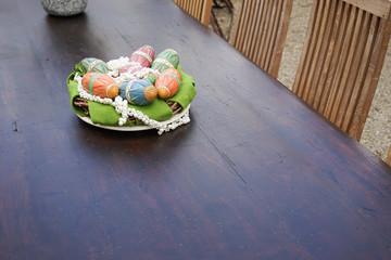 Österliche Tischdekoration