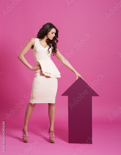 Fashion focus woman with pink arrow