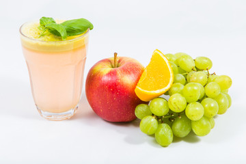 apple juice with fruit juicers