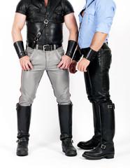 zwei Männer im Lederhosen und Hemden