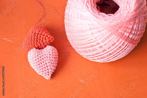 red and pink knit heart