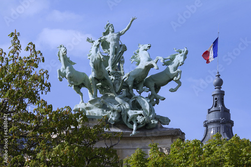 Paris grand palais statue chevaux Paris France