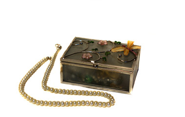 Decorative jewelry box and pearl beads