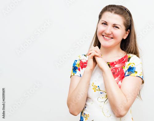 Красивая молодая улыбающаяся  девушка
