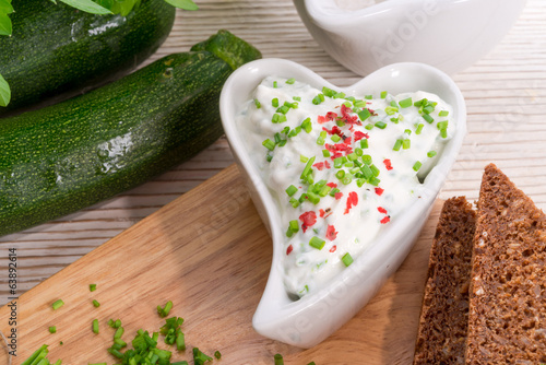 have breakfast curd with chives