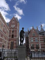 Rijksmuseum statue, Amsterdam