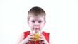 Постер, плакат: мальчик пьет сок