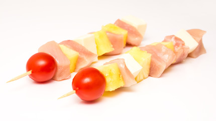 Raw Skewers With Chicken, Mozzarella, Pineapple And Tomato