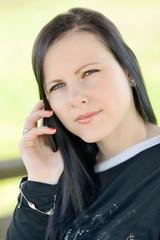 fille téléphonant