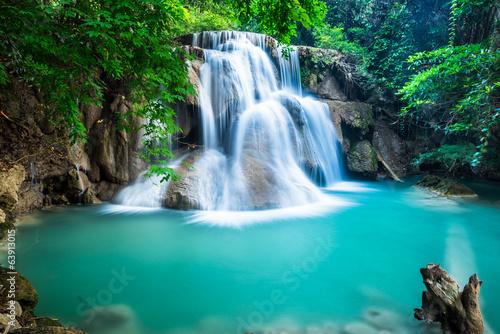 obraz PCV Huay Mae kamień wodospad w prowincji Kanchanaburi, Tajlandia