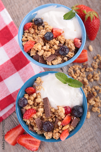 granola and berry