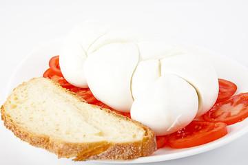 Antipasto di mozzarella con pane e pomodoro