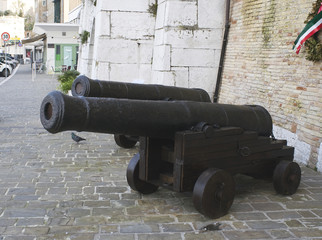 British naval guns