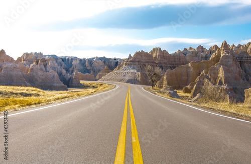 Tuinposter Canyon Curved Road in Badlands. Badlands National Park Curved Road