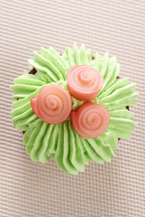 Cupcake decorated with icing and roses