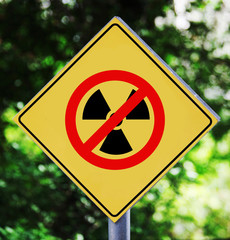 Yellow traffic label with no nuclear pictogram
