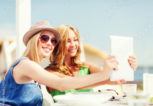 girls taking photo in cafe on the beach