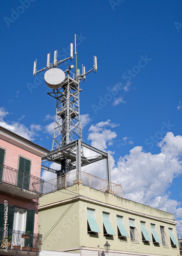 Broadcasting radio mast in residential town centre area - Sarzan