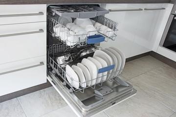 Geschirrspüler in Küchenzeile