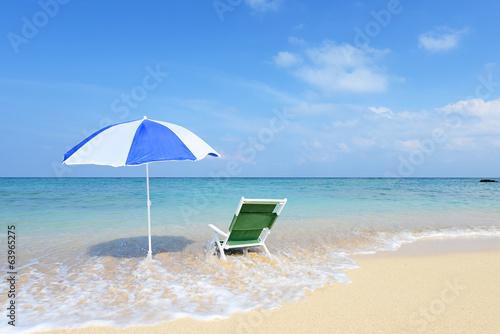 青い海と爽やかな波