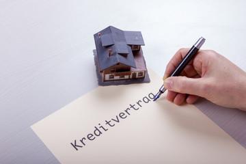 Kreditvertrag für ein Haus abschließen
