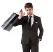 Uomo elegante con borse shopping