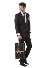 Uomo elegante con borsa shopping