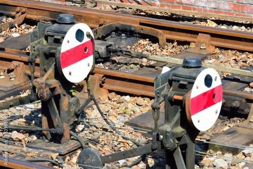 Round ground rail signals
