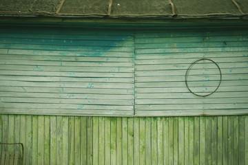 крашеная деревянная стена