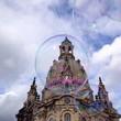 Seifenblasen vor der Dresdner Frauenkirche