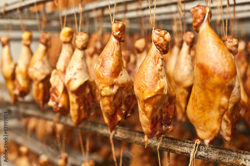 Production of smoked chicken legs.