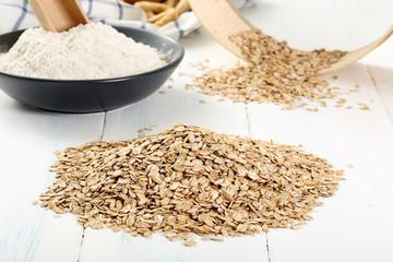 cereali segale su tavolo di legno
