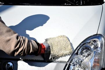 Lavaggio a mano di un furgone