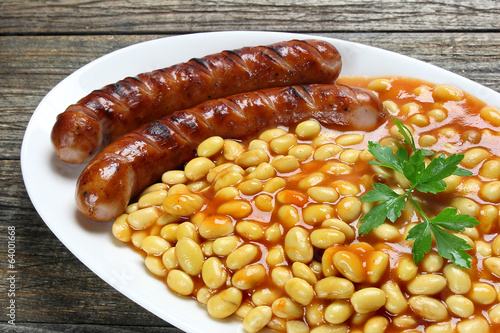 Soybeans with tomato sauce and fried sausage