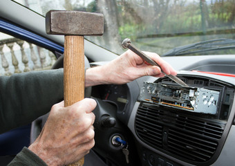 Car radio removal, replacement - amateur at work with hammer and