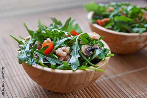 rucola salad with roasted shrimps