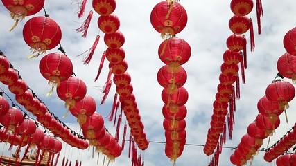 Красные китайские новогодние шары