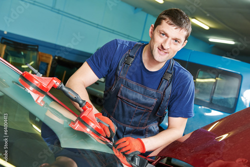 Windscreen repairman