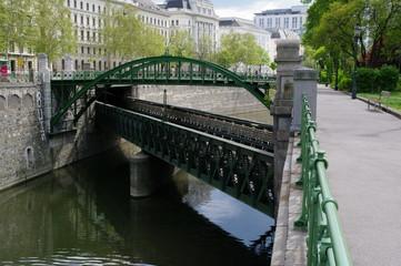 Brücke über Brücke in Wien 2