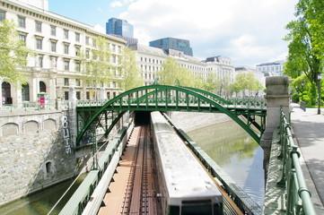 Rundbogenbrücke in Wien 4